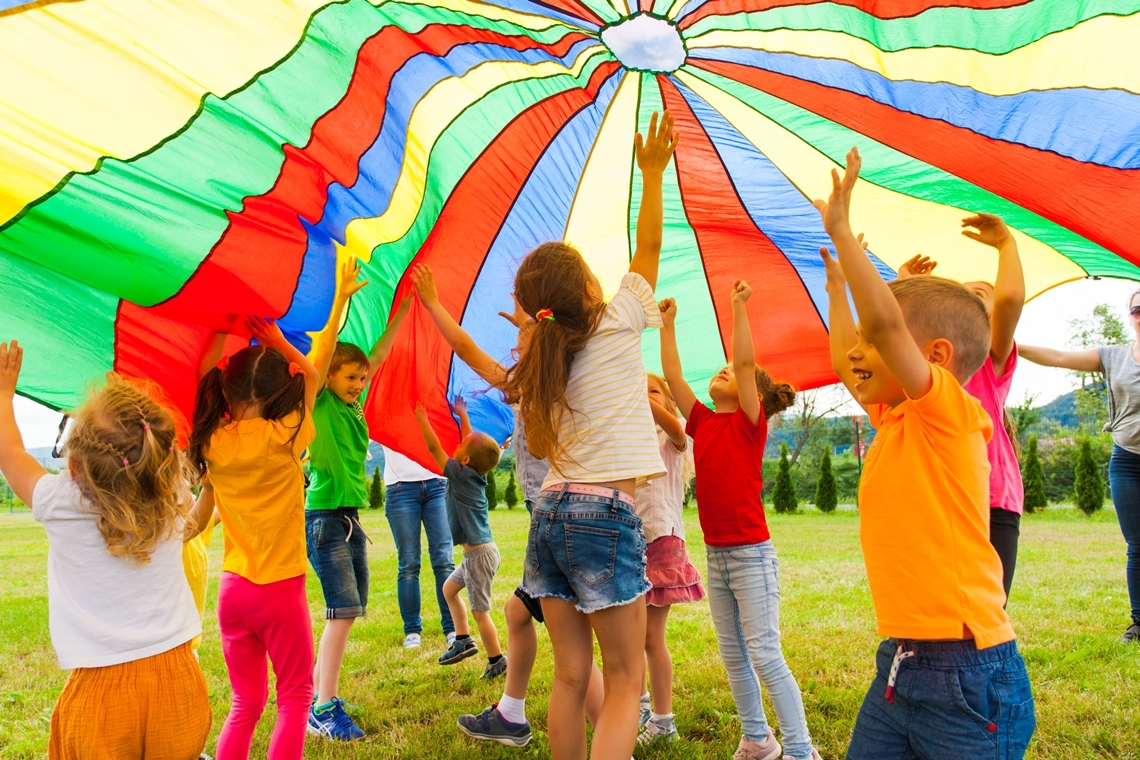 7 Fun Parachute Games For All Ages Toddlers To Seniors Performance Health