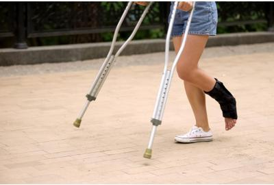 How to Choose, Fit, & Use the Best Crutches for You