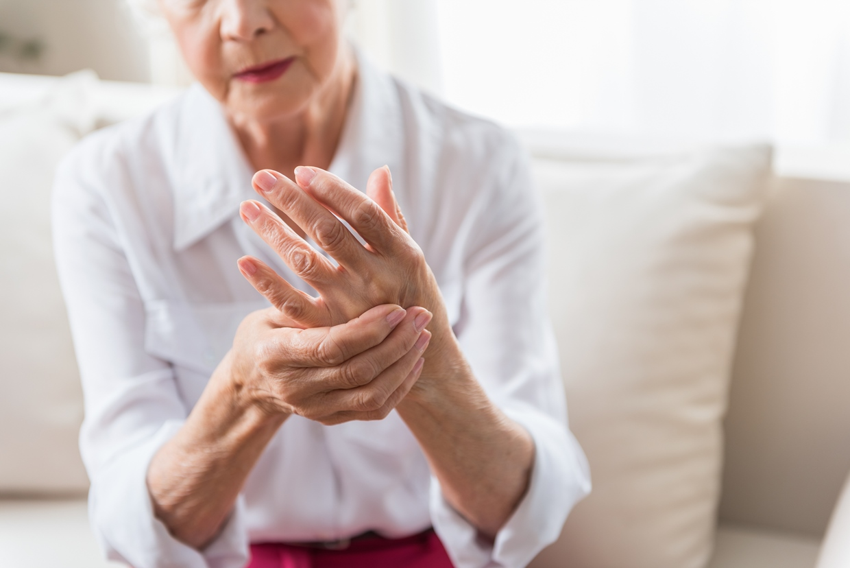 How to Relieve Arthritis Pain Using Moist Heat
