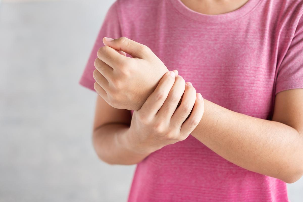 Why Does My Thumb Hurt – Could It Be De Quervain's Tenosynovitis?