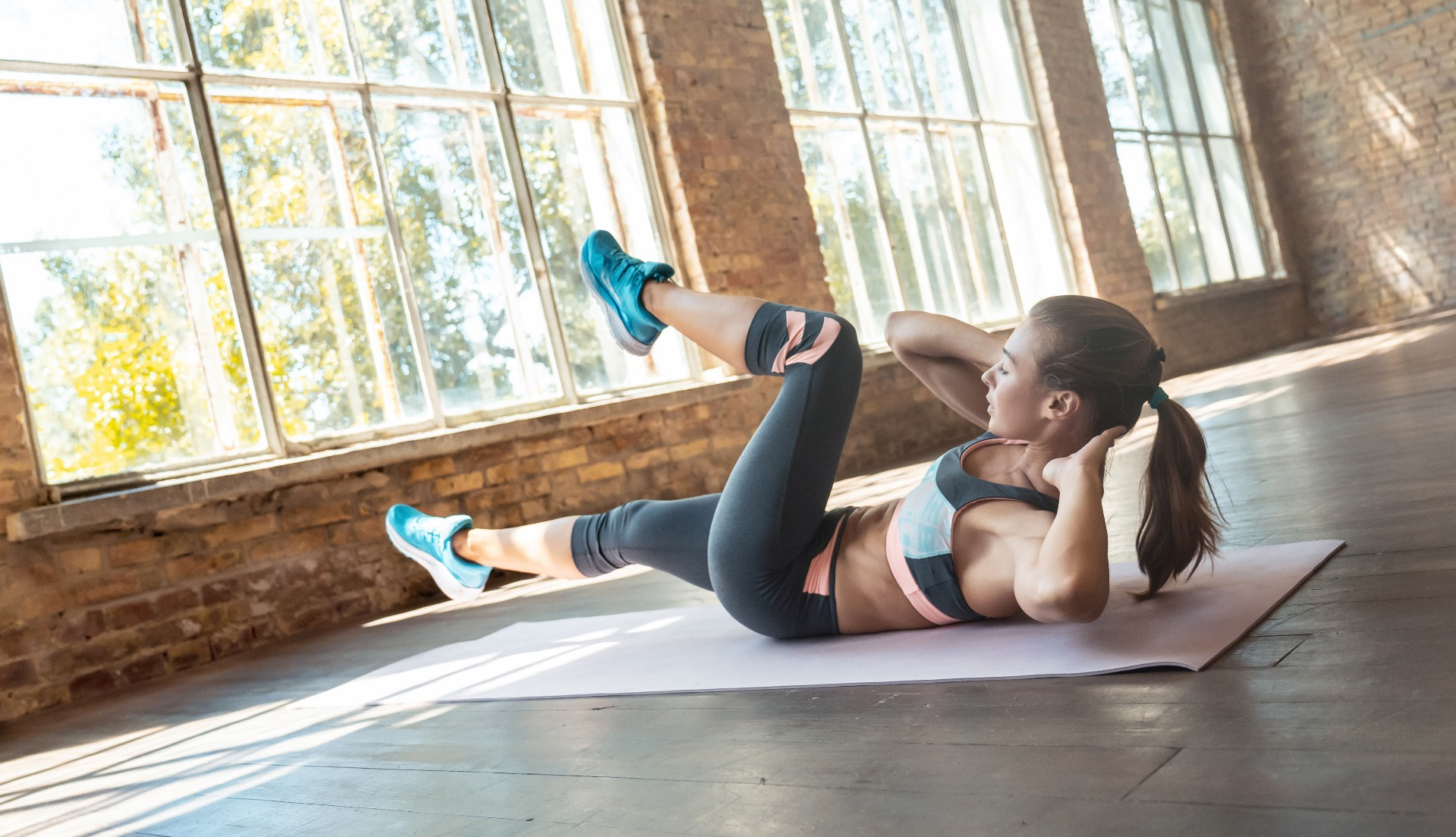 woman doing bicycle core workout